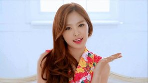 """Son Naeun (Apink) chia sẻ cảm nghĩ về việc góp mặt trong MV """"New Face"""" của PSY"""