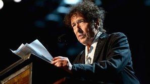 Vừa mới nhận giải Nobel, Bob Dylan bị tố