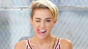 Wrecking Ball & We Can't Stop: Cơn ác mộng tồi tệ của Miley Cyrus