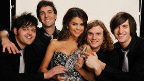 Vì sao nhóm nhạc cũ của Selena Gomez lại có tên là Selena Gomez & The Scene?