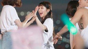 Những khoảnh khắc dễ thương nhất của các idol bị bắt gặp trong