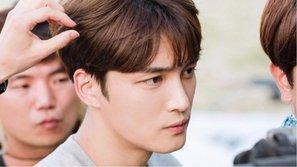 Kim Jaejoong (JYJ) bị tai nạn, phải khâu 7 mũi trên phim trường