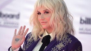 Ke$ha: Từ nạn nhân tình dục trở lại thành sao làng nhạc 2017