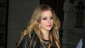 Avril Lavigne trở lại, vẫn trẻ trung chẳng kém gì thời còn hát