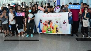 Fan tiếc nuối tiễn TWICE trở về Hàn sau chuyến thăm Việt Nam