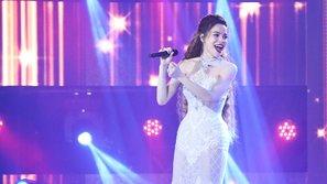 """Bị antifan chê hát như """"mèo gào"""", Hà Hồ vẫn khiến đồng nghiệp """"sởn da gà"""" vì khả năng hát live"""