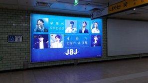 Fan chi mạnh quảng cáo cho boygroup anh em của Wanna One - JBJ tại ga tàu điện