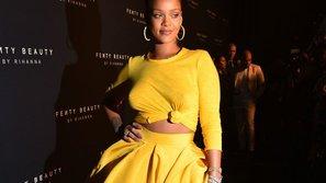 Rihanna 'thả rông' đi quảng bá thương hiệu mỹ phẩm mang tên mình