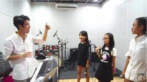 Vũ Cát Tường hòa giọng với 15 thí sinh The Voice Kids trong liên khúc về lứa tuổi học trò