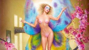 Hút cần và ngoáy mông xưa rồi, giờ Miley Cyrus đã chuyển sang khỏa thân