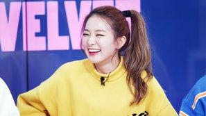 Netizen phát sốt với hành động ân cần và chu đáo của Seulgi dành cho các thành viên Red Velvet