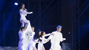 Đông Nhi có thực sự được truyền thông xứ Hàn ưu ái tại Asia Song Festival?