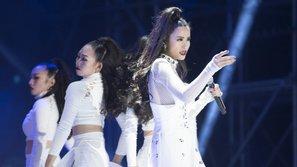 """Rộ nghi vấn: màn trình diễn đẳng cấp của Đông Nhi tại Asia Song Festival chỉ là sản phẩm """"đạo nhái"""""""