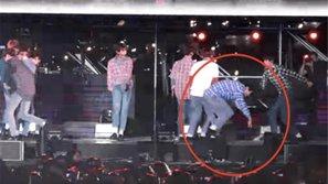 Fan 'đứng tim' khi Wanna One liên tục trượt ngã vì sàn sân khấu quá trơn trượt
