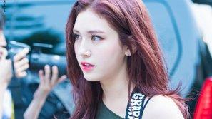 Cục cưng nhà JYP Jeon Somi bị netizen chỉ trích dùng đồ uống có cồn khi chưa đủ tuổi