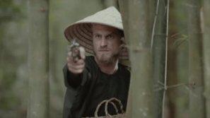 'Lơ đẹp' Mai Tài Phến đi, chàng Tây xuất hiện 3 giây mới là nhân vật được dân mạng lùng sục 2 ngày qua!