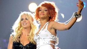 Những màn kết đôi hạ gục fan trong vòng 1 nốt nhạc của sao US-UK