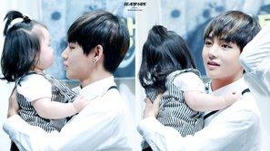 Biểu cảm siêu cấp đáng yêu của loạt sao Hàn khi gặp gỡ các fan nhí