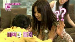 Như bao cô gái khác, idol K-pop nhiều khi cũng không thoát nổi kiếp 'hai lưng'