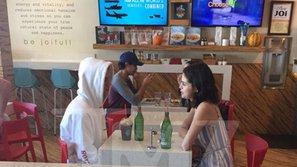HOT: Lộ ảnh Justin Bieber gặp mặt tâm sự với Selena Gomez trong quán cafe sáng