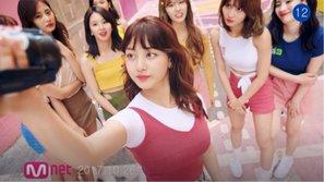 Lặp đi lặp lại một cái tên lạ trong MV 'Likey', JYP đang ngầm tiết lộ về bom tấn tiếp theo của TWICE?