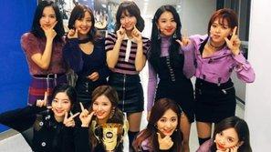 'Likey' đã mang về cho TWICE chiếc cúp đầu tiên trong đợt comeback mới nhất