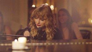 Đỏ mặt vì nhạc mới quá sexy, bố mẹ Taylor Swift rời khỏi phòng trong sự ngỡ ngàng của fan