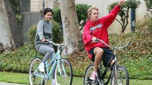 Phản ứng của Justin Bieber - Selena Gomez bị fan bắt gặp khi hẹn hò bí mật bên bờ hồ