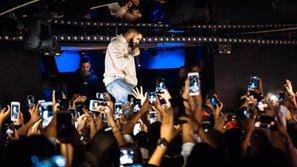 Phản ứng của Drake khi phát hiện một tên yêu râu xanh đang 'giở trò' với fan nữ                                                                    0