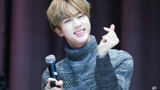 """""""Anh già"""" Jin nhà BTS có phải là thần tượng yêu thích của bạn?"""