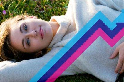 """Single """"Malibu"""" của Miley Cyrus dẫn đầu trending bảng xếp hạng Anh"""