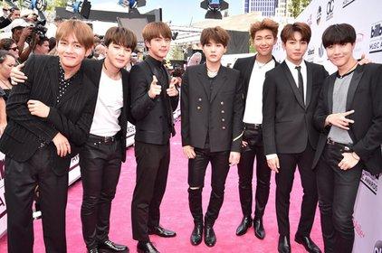 """Vogue bình chọn BTS là nhóm nhạc ăn mặc đẹp nhất tại thảm đỏ """"Billboard Music Awards 2017"""""""
