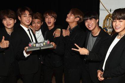 Giành chiến thắng thuyết phục, BTS vẫn phải hứng chịu nhiều bình luận không hay từ netizen quốc tế