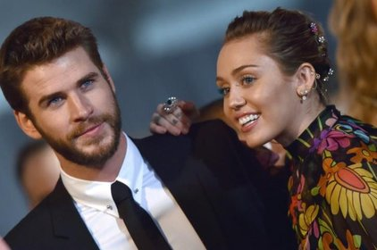 Cùng diện nhẫn đôi, Miley Cyrus và Liam Hemsworth bị nghi đã bí mật kết hôn