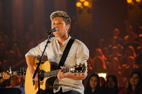 """Niall Horan sẽ trình diễn single """"This Town"""" tại 2016 American Music Awards"""