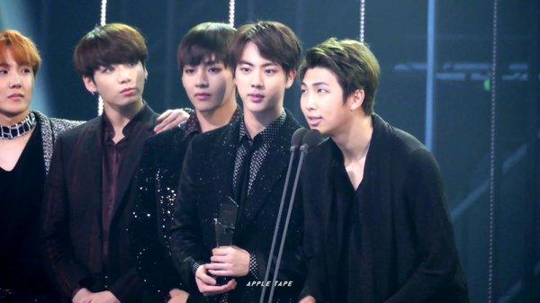 """BTS: """"Sẽ luôn nhớ về năm 2016!"""""""