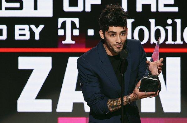 Zayn Malik giành giải Nghệ sĩ mới của năm