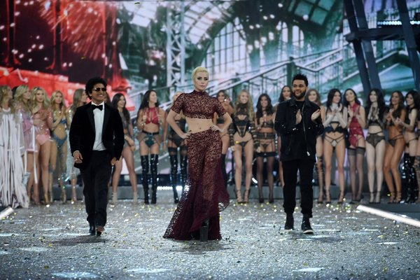 lady gaga victoria secret 2016