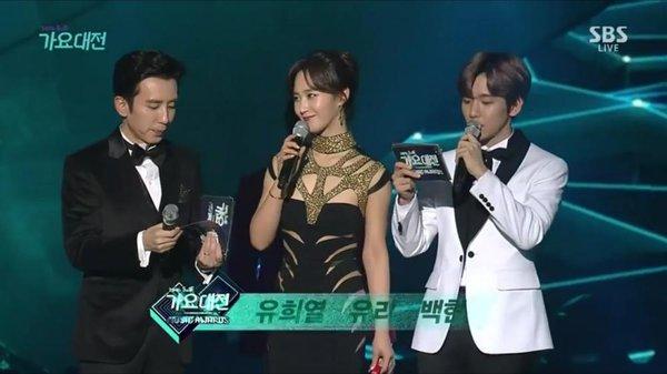"""""""Ngọc nữ"""" nhà SNSD thi nhau làm MC cho các show âm nhạc cuối năm"""