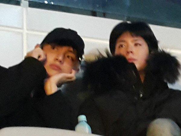 Netizen bức xúc khi fan nữ vô tư chụp ảnh cùng V (BTS) mà không hề xin phép