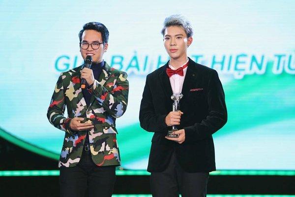 Bài hát hiện tượng của năm  - Làn Sóng Xanh Music Awards