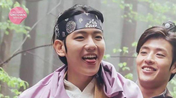 """Baekhyun (EXO): Thập Hoàng Tử kiêm """"cục cưng"""" của đại gia đình """"Moon Lovers"""""""