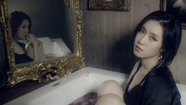 Loat hình ảnh thường gặp trong MV của các nhóm nữ theo đuổi style gợi cảm