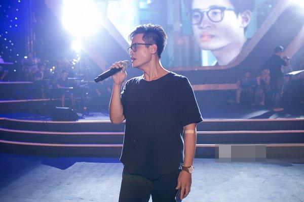 Hà Anh Tuấn hoàn toàn nhập tâm vào giai điệu ca khúc