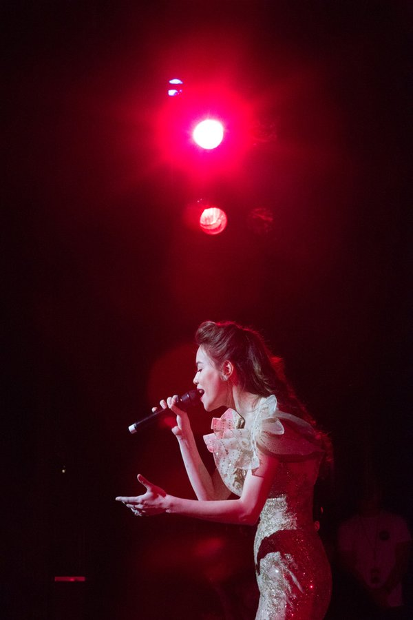 tour diễn love songs của hà hồ 11