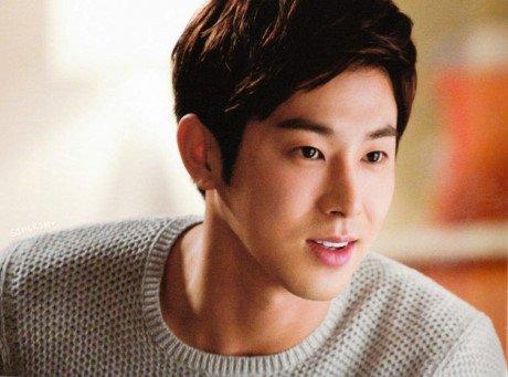 De con trai tro thanh nguoi mau cua SM, moi ngay mang thai fan cung deu nhin anh Yunho (TVXQ) - Anh 1