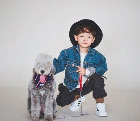 De con trai tro thanh nguoi mau cua SM, moi ngay mang thai fan cung deu nhin anh Yunho (TVXQ) - Anh 2
