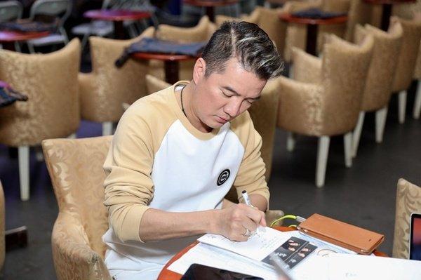 Mr. Đàm, Dương Triệu Vũ tổ chức tiệc 15 năm 'tình tri kỷ' tại khách sạn với giá thuê phòng một đêm vào khoảng 320 triệu đồng
