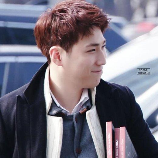 Go Shin Woo (Quản lí Seo In Guk) từng là quản lí cũ của VIXX, Go Shin Woo thậm chí còn có fandom riêng tên là Moonlight nữa đấy!