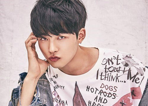 Park Sung Woo chàng trai nhón chân Produce 101 mùa 2
